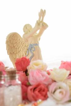 天使と薔薇の花